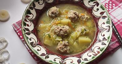 Porų ir mėsos kukulių sriuba