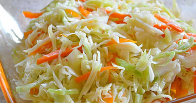 Салат из свежей капусты, которую приготовить очень легко