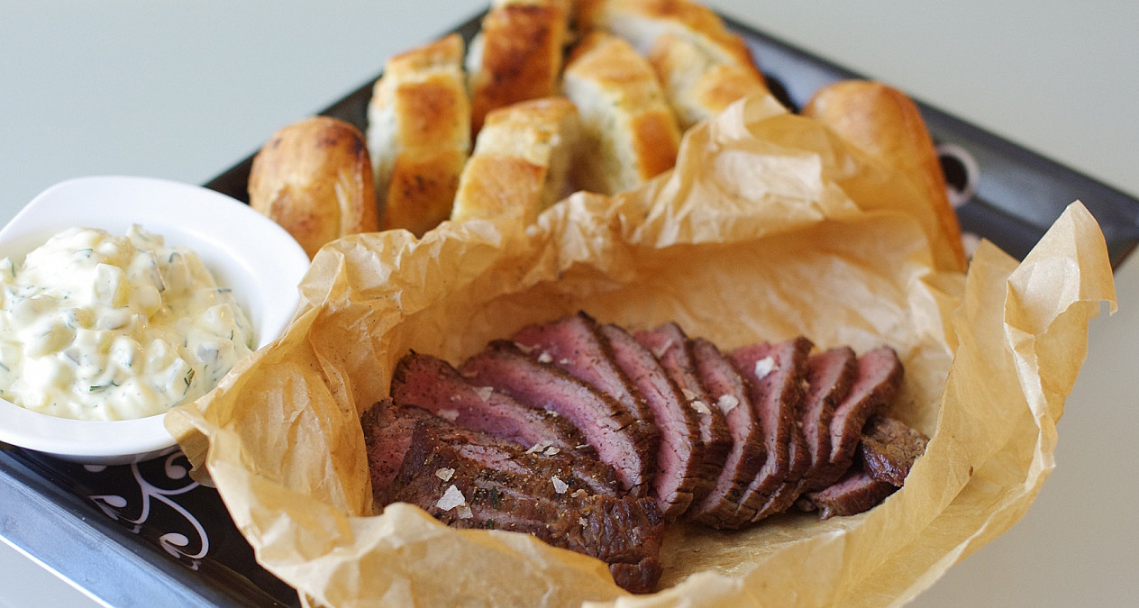 Sumuštiniai su jautienos steiku ir gaiviu padažu