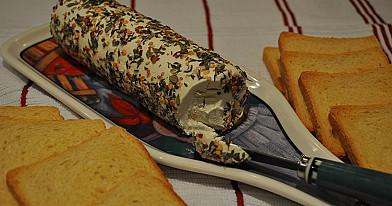Greitas užkandis prie vyno: Ožkos sūris prieskoniuose