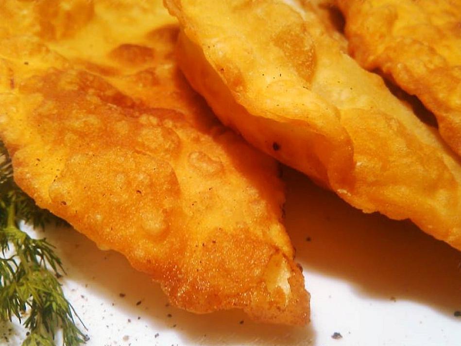 Чебуреки приготовленные на сковороде, которые готовятся очень просто