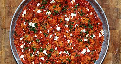Mėsos kukuliai su feta pomidorų padaže