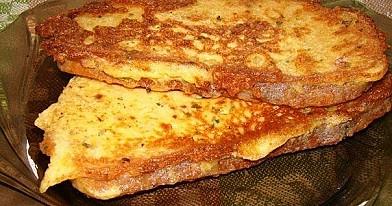 Гренки с сыром жареные на сковороде