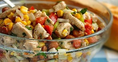 Салат с фасолью, кукурузой, курицей для каждого дня