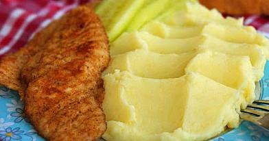 Куриное филе в сухарях с картофельным пюре