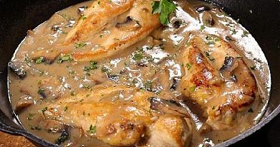 Hühnersteak mit Champignonsoße