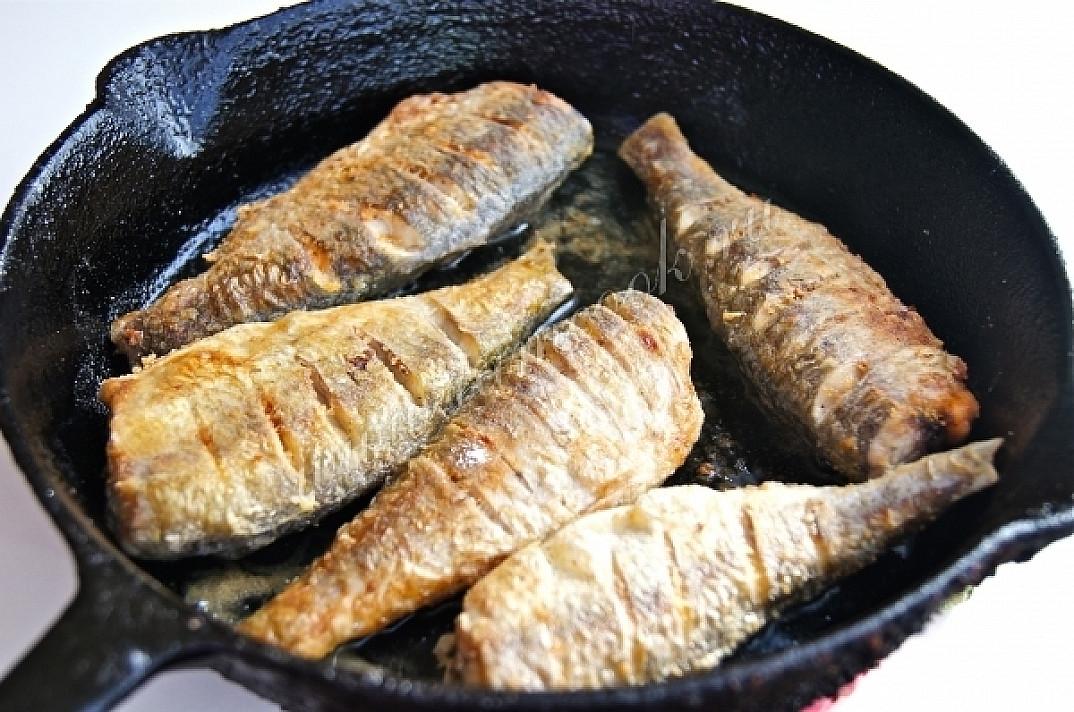Žuvis: Keptuvėje keptos kuojos su migdolų padažu