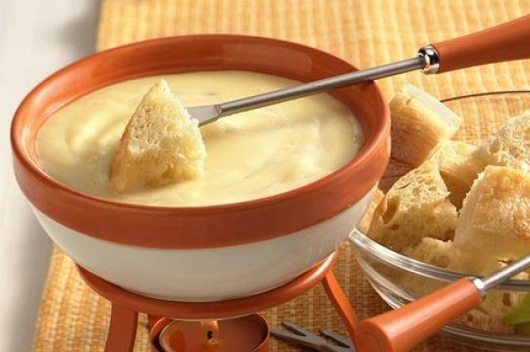 Brie sūrio fondiu