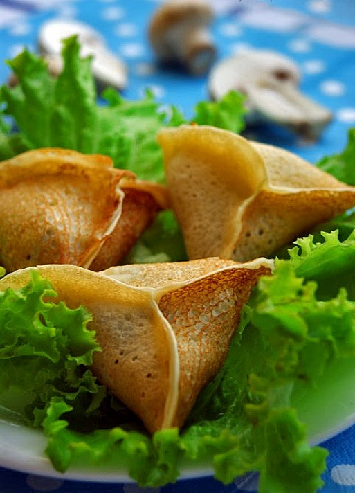 Вегетарианские блины с грибами и сыром