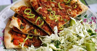 Лахмаджун - турецкая пицца, которую можно очень легко приготовить