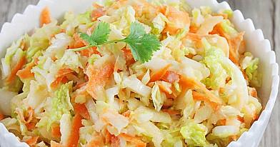 Салат из капусты быстрого приготовления со сметаной / кефирным соусом (без майонеза)