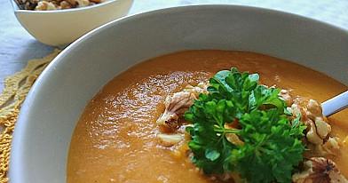 Суп-пюре из сладкого картофеля, моркови и чечевицы