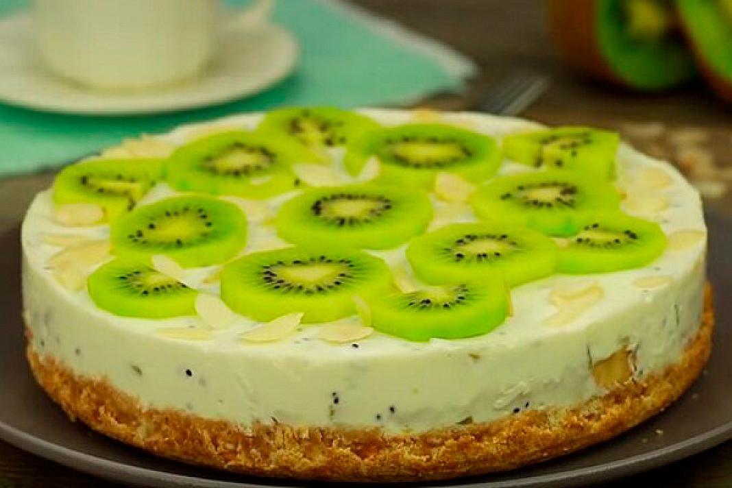 Сказочный торт с бананом и киви без выпечки: легко приготовить и не нужно печь!