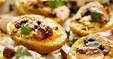 Печеный картофель, фаршированный шампиньонами