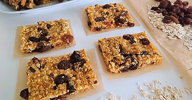 Veganiški saldumynai: Džiovintų abrikosų ir razinų batonėliai