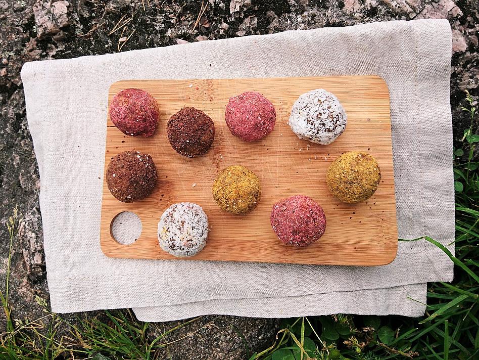 Энергетические шарики (Energy balls) - полезный безглютеновый десерт из фиников с арахисовой пастой