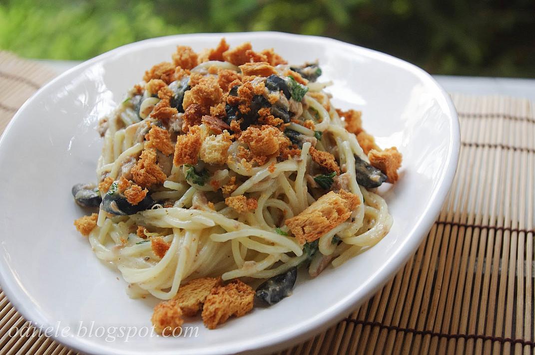 Паста спагетти с тунцом, лимоном и панировочными сухарями