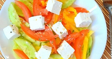 Salotos su feta