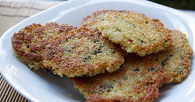 Keptuvėje kepti vegetariški kuskuso kepsneliai - blyneliai