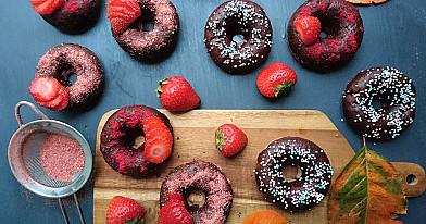 Веганские пончики с клубникой, запеченные в духовке