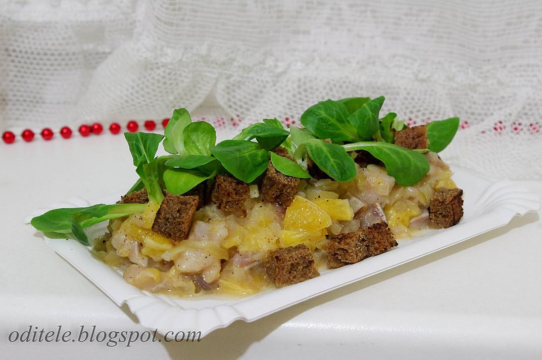 Greitai pagaminama silkė su skrudinta duona, svogūnais ir apelsinais