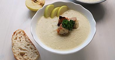 Быстро приготовленный веганский крем суп из цветной капусты и яблок