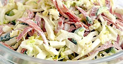 Салат с капустой и колбасой, которые очень легко приготовить