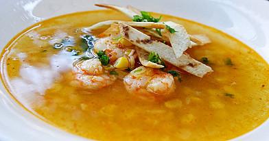 Greitai pagaminama krevečių sriuba su tortilija ir kukurūzais