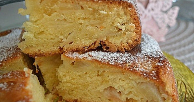 Мокрый яблочный пирог с йогуртом