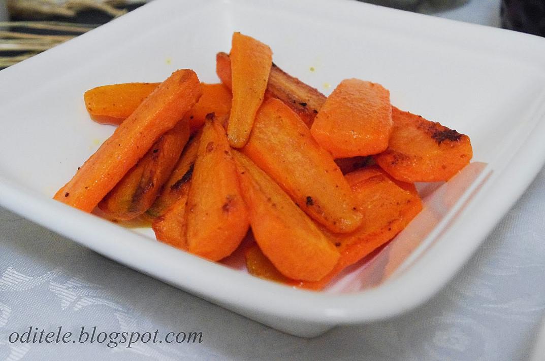 Garnyras prie mėsos: Keptuvėje karamelizuotos morkos
