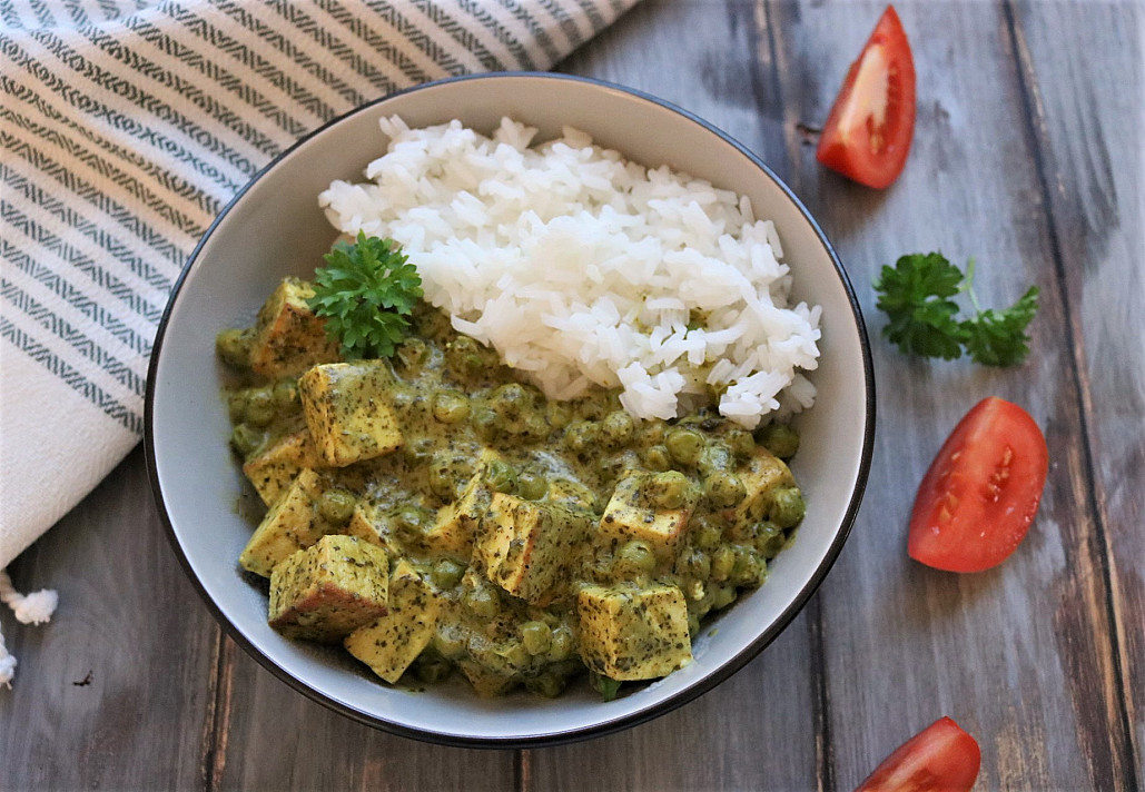 Veganiškas - Indiškas palak tofu panyras su špinatais ir žirneliais