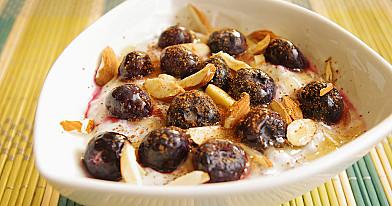 Sveiki pusryčiai: jogurtas su chia sėklomis ir šilauogėmis