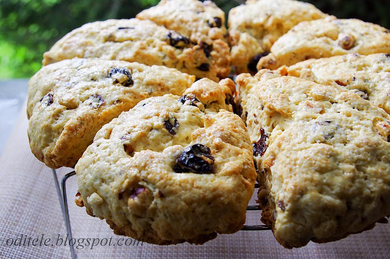 Печенье - Сконы с сушеной вишней и фундуком