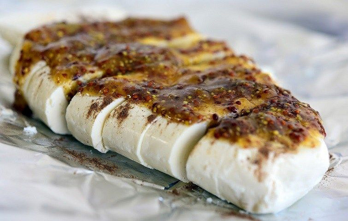 Cottage Cheese with Cinnamon and Mustard