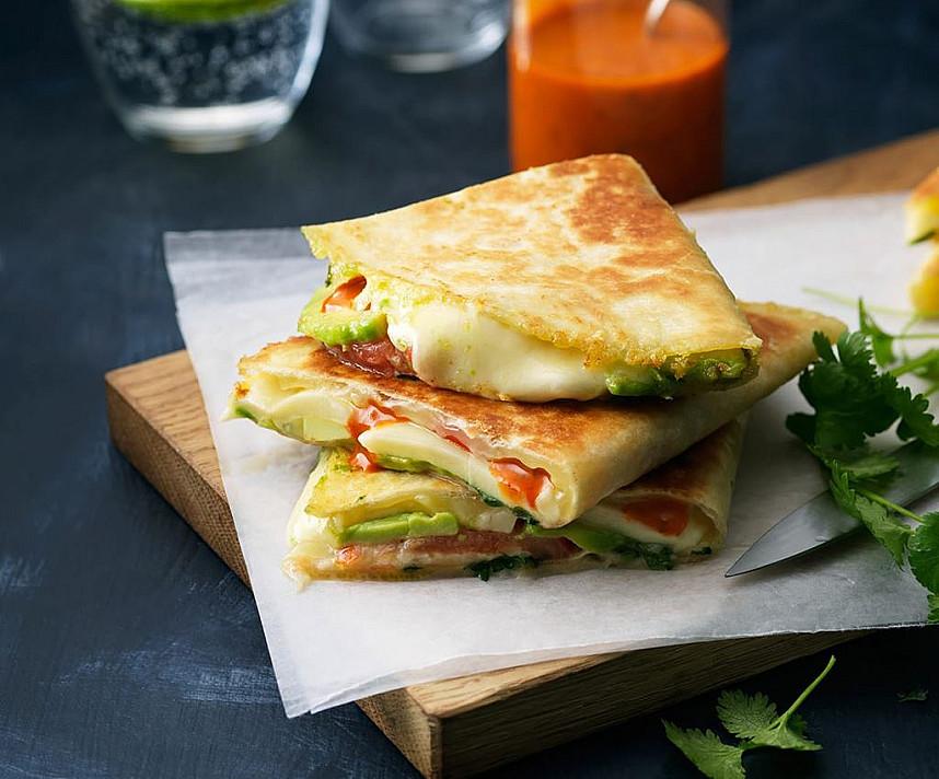 Kesadilijos - tortilija su kumpiu ir sūriu