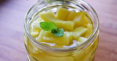 Cukinijos ananasų sultyse