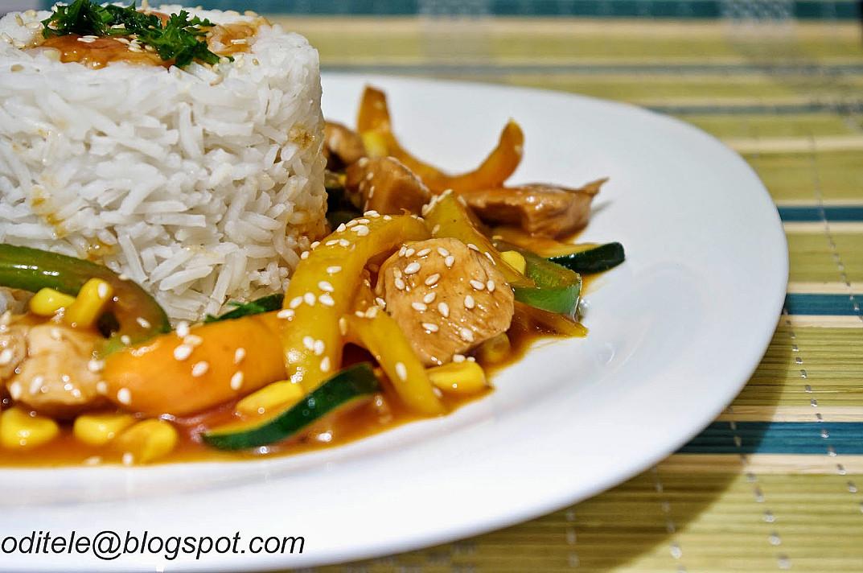 Vištiena kinietiškai saldžiarūgščiame padaže su daržovėmis