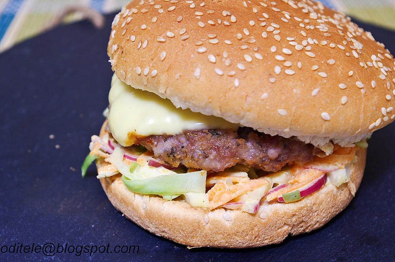 """Домашние гамбургеры из свинины с салатом капуста """"Коул-Слоу"""" (Coleslaw)"""