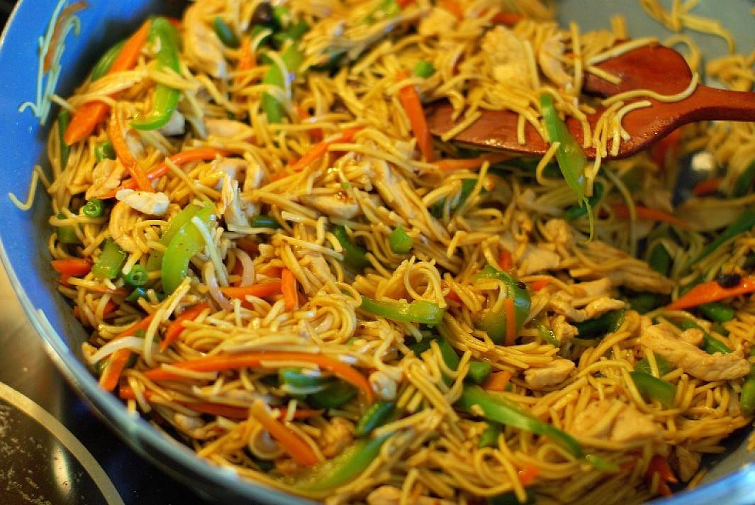 Tailandietiški makaronai su vištiena