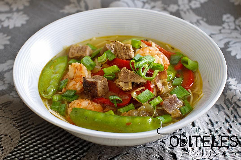 Суп с утиной грудкой и креветками