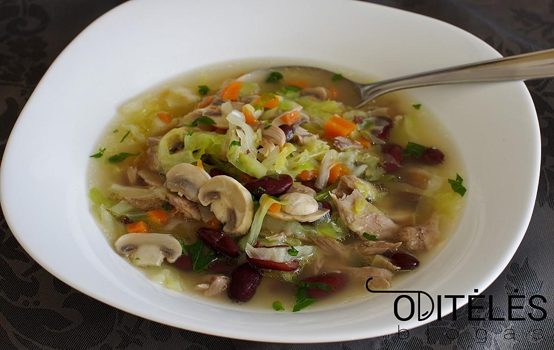 Antienos sriuba su daržovėmis, kopūstais, pievagrybiais ir pupelėmis