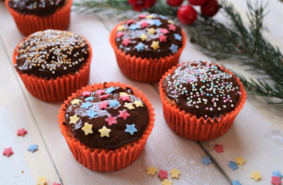 Veganiški saldžiųjų bulvių keksiukai, glazūruoti šokoladu