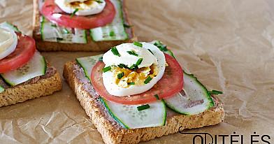 Sumuštinukai su žąsienos paštetu ir kiaušiniu