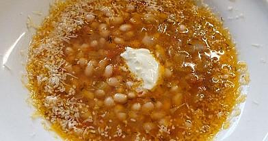 Pupelių ir saulėje džiovintų pomidorų sriuba