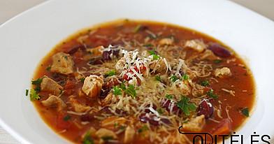 Konservuotų pomidorų ir kalakutienos sriuba su pupelėmis ir sūriu