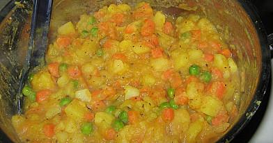 Jažynka - bulvių, morkų ir žirnelių troškinys