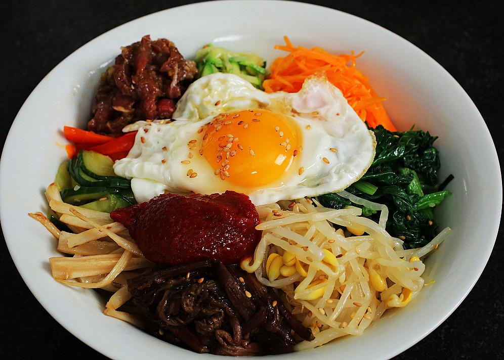 Korėjietiškas bibimbap su kynva ir jautiena