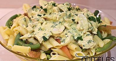 Куриный салат с пастой и стручковой фасолью