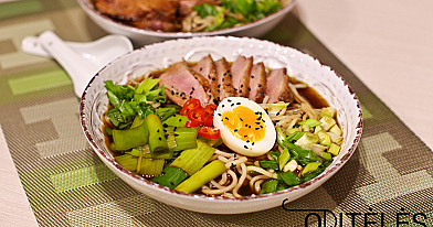 Ramen sriuba su antiena su Noodles makaronais ir virtais kiaušiniais