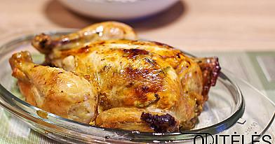 Сочная курица, запеченная в духовке с чесноком, тимьяном и розмарином